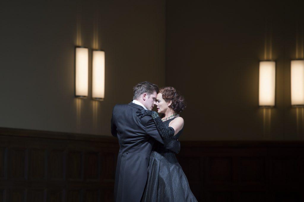 soprano operetta Lehar Frankfurt stage classical Marlis Petersen Iurii Samoilov Claus Guth