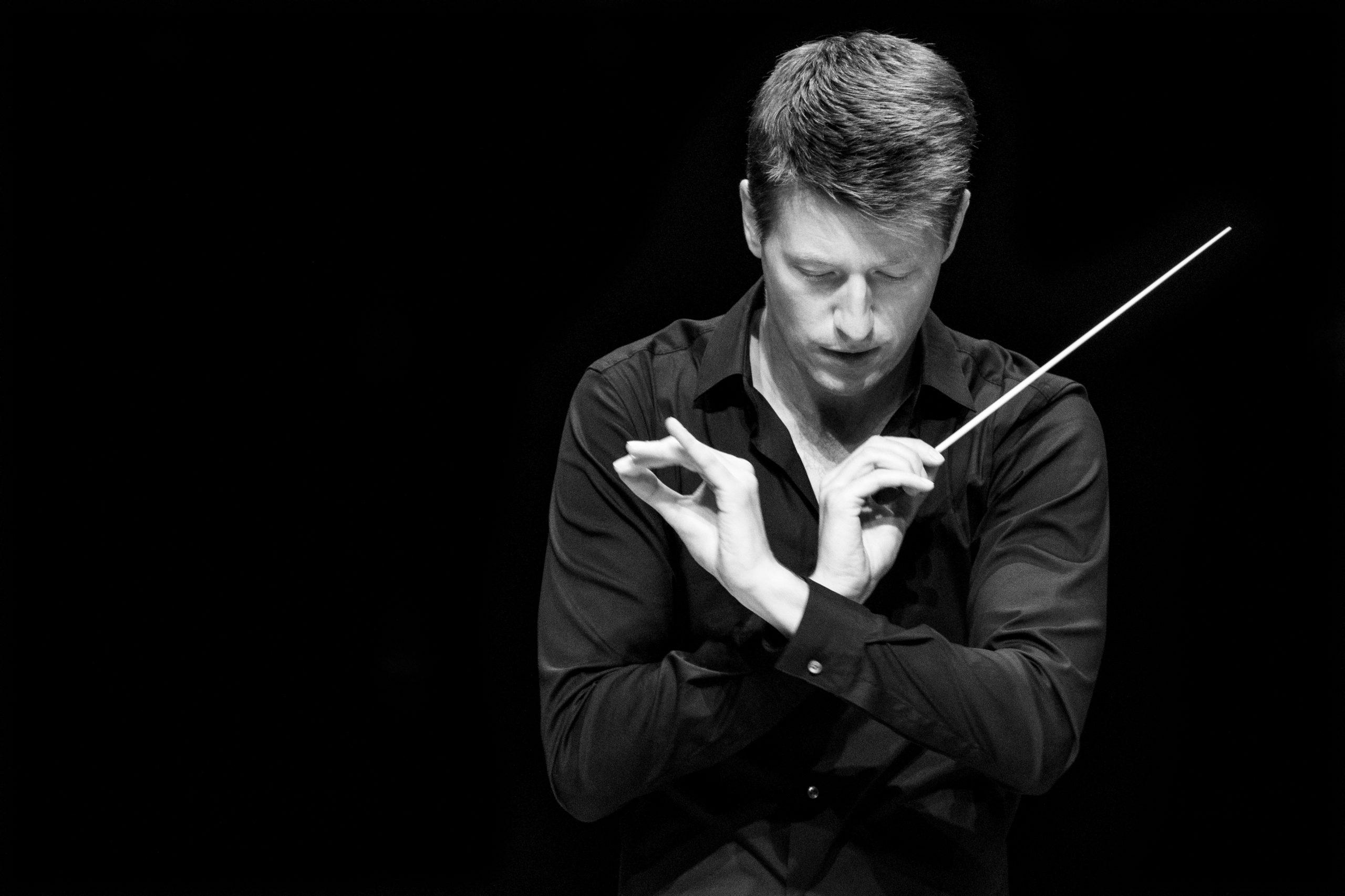 Duncan Ward conductor music artist baton podium