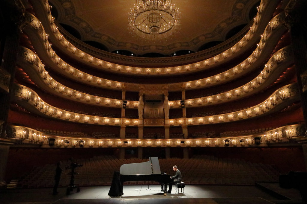 Bayerische Staatsoper corona virus Igor Levit classical music performance series empty hall