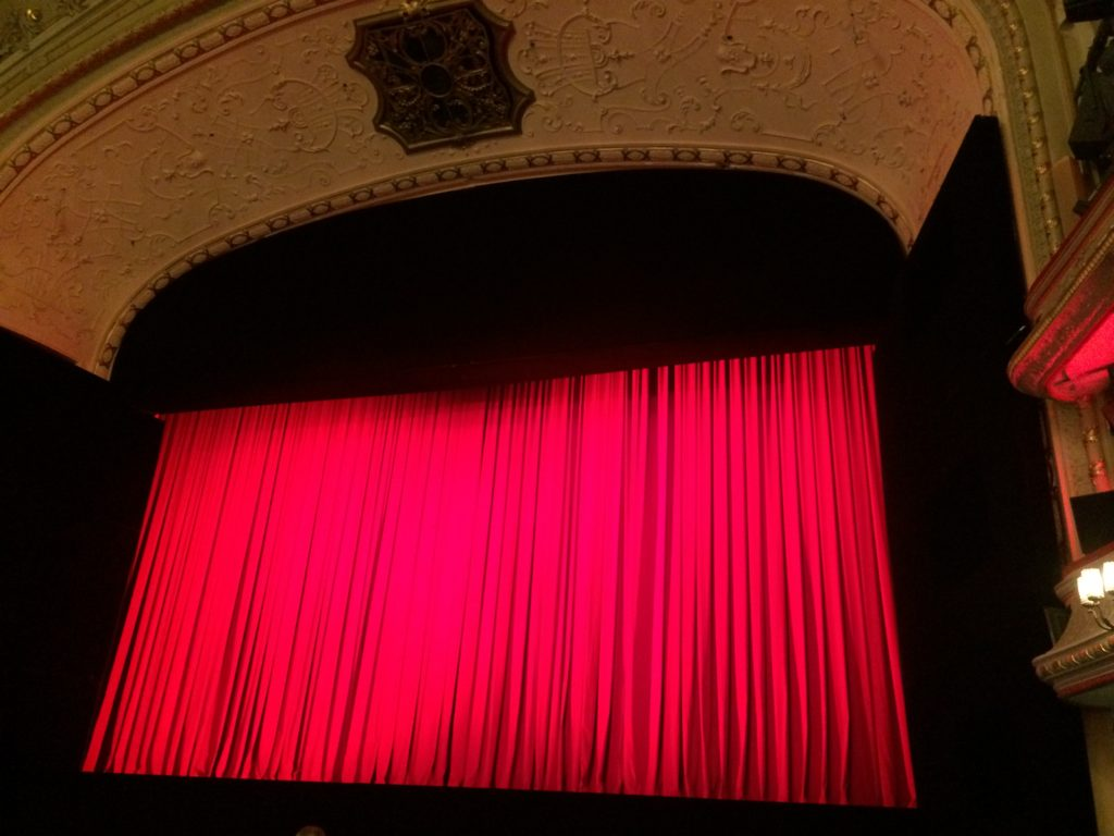 curtain, stage, culture, performance, opera, operetta, Komische Oper Berlin, red, Berlin