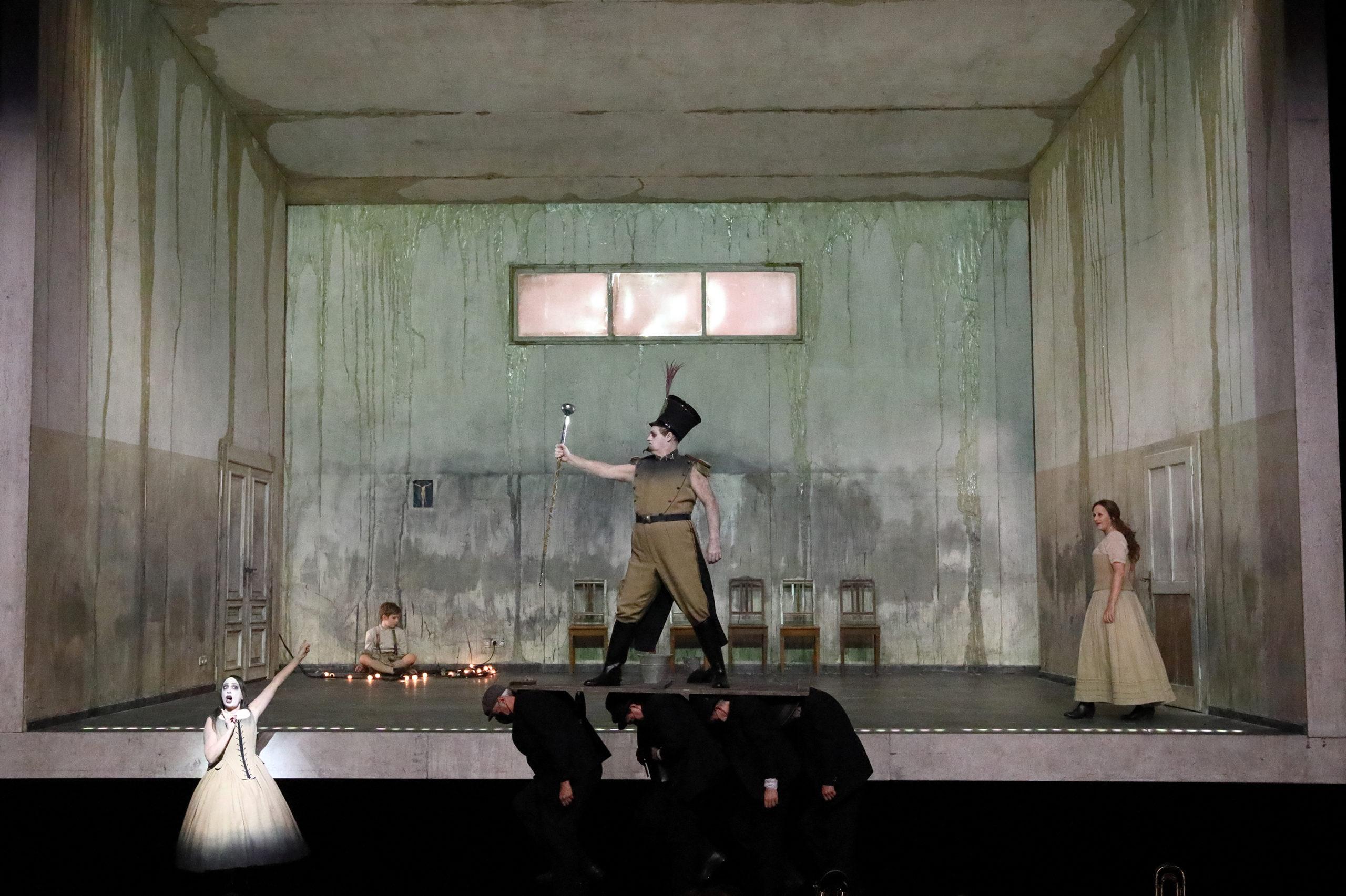 Wozzeck, stage, opera, production, classical, presentation, Kriegenburg, Bayerische Staatsoper, Munich, theatre, performance, reduction, Kloke