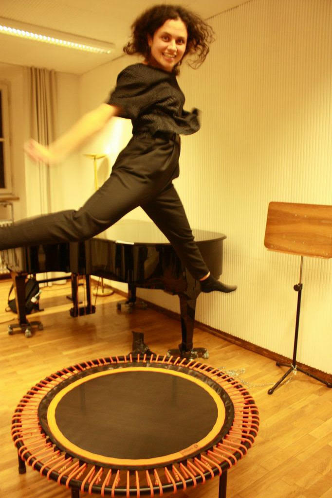 Katharina Konradi, soprano, sing, voice, vocal, opera, artist, performer, trampoline, jump, energy