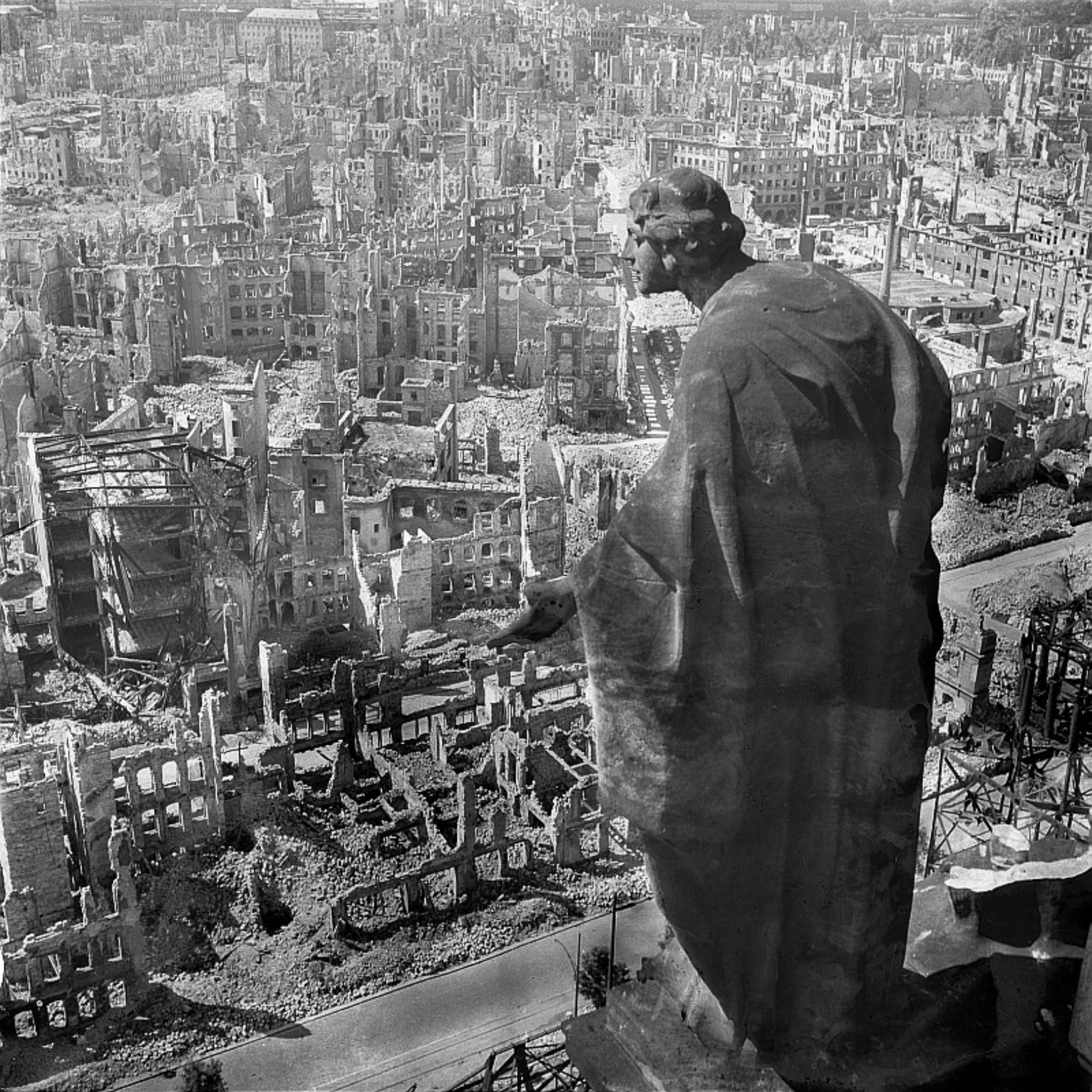 Dresden, ruins, bombing, WW2, WWII, Germany, history, mourning